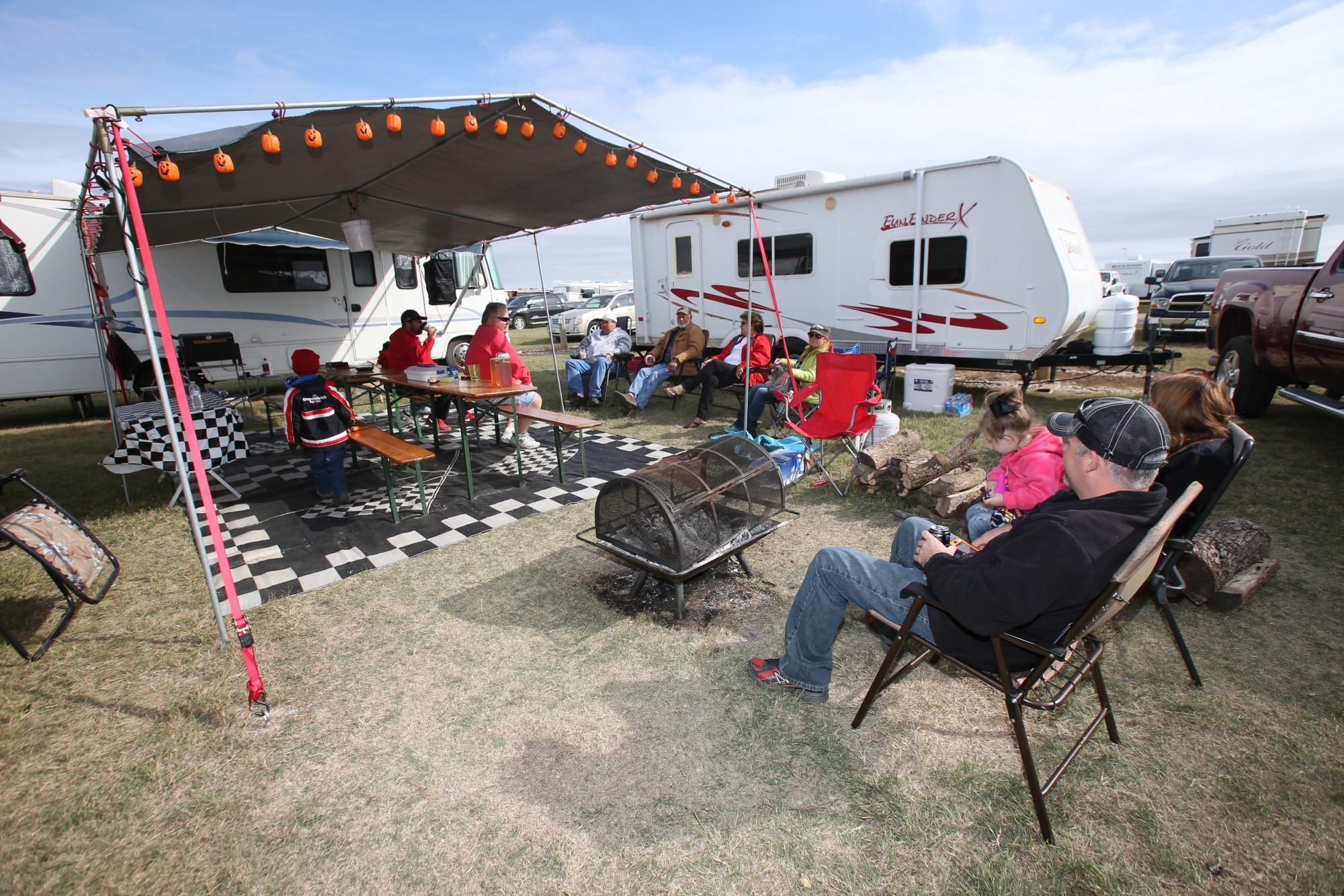 & 5 Tailgating Tips for the Ultimate NASCAR Experience